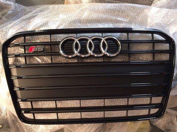 Reshetka-radiatora-Audi-SQ5-black ВАГ Сервис предлагает оригинальные запчасти