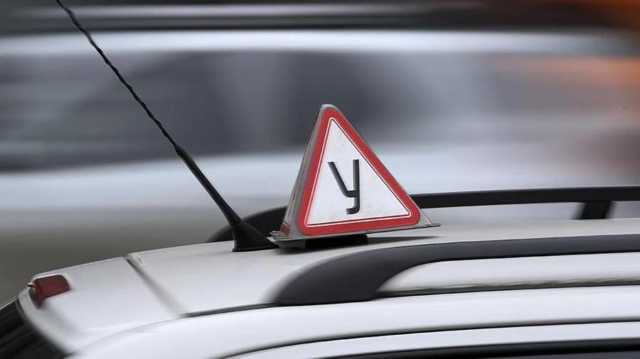 avto Россияне с 1 Апреля смогут сдавать на права на автомобиле автошколы или Гибдд.